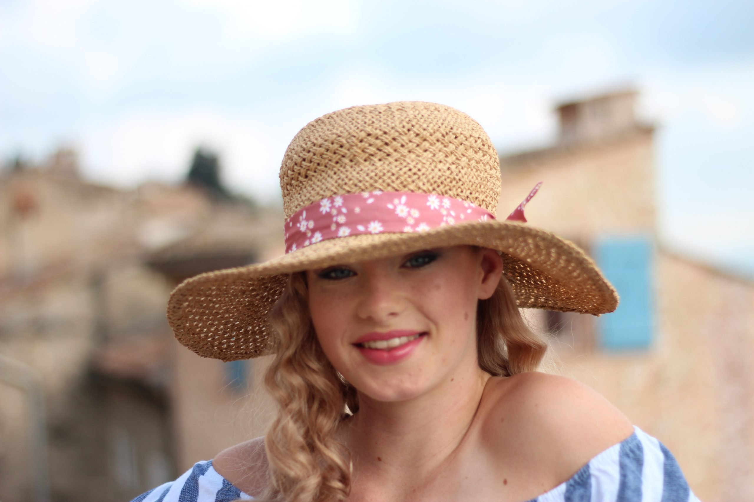 Girls Natural Straw hat with long blonde wavy hair in shade 12B